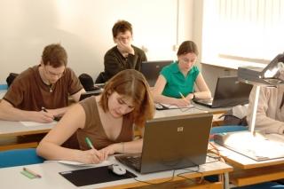 studenti_prednaska.JPG